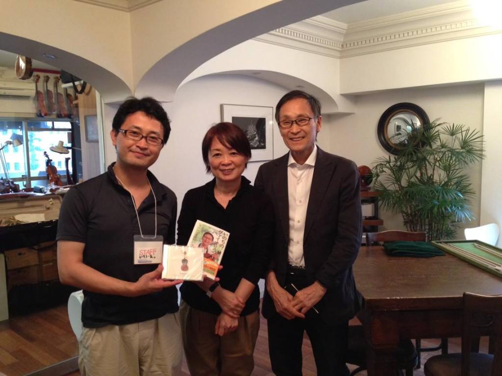 出会いを記念して。ヴァイオリニスト・中澤きみ子さん、ヴァイオリン・ドクターこと中澤宗幸さんと。
