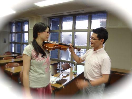 ヴァイオリンの構え方と肩当て