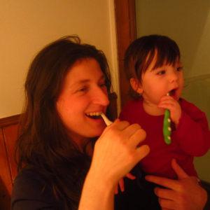 母と子の歯磨き