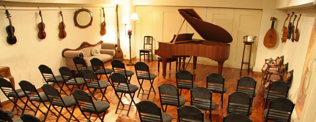 会場は「日本ヴァイオリン アートサロン」40名収容、交通至便な代々木駅そばです