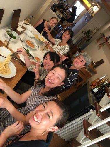 「なんでかなー。知り合ったばかりな気がしないの」(2016年7月大阪セミナー懇親会にて、撮影:いちろーた)